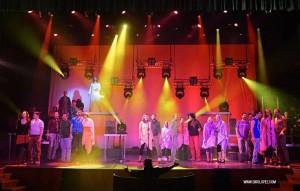 Escena de la representación en el teatro el recuerdo